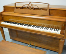 Gulbransen spinet. Perfect for a beginner!